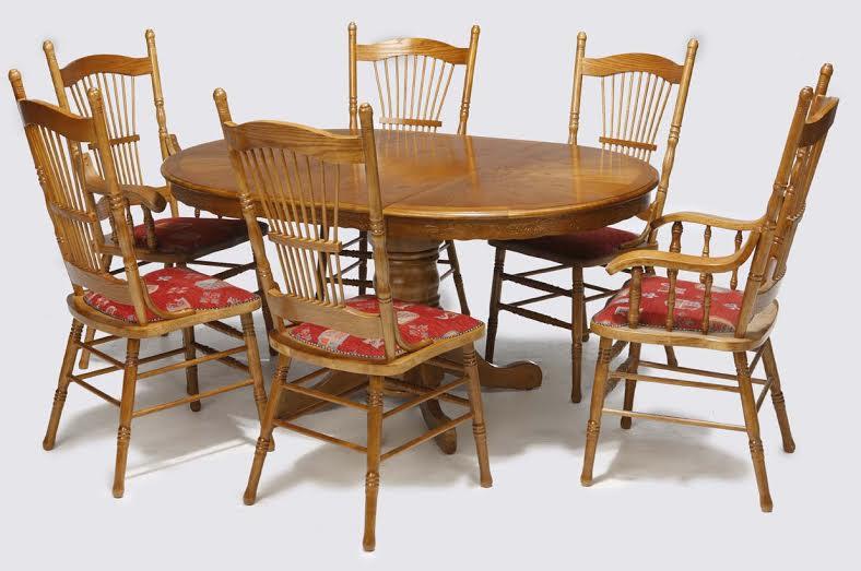 520 Eßzimmer Tisch Rund / Oval Mit 4 Kaminrot Gepolsterten Stühlen